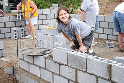 Forming walls to build a house in Miguel Aleman