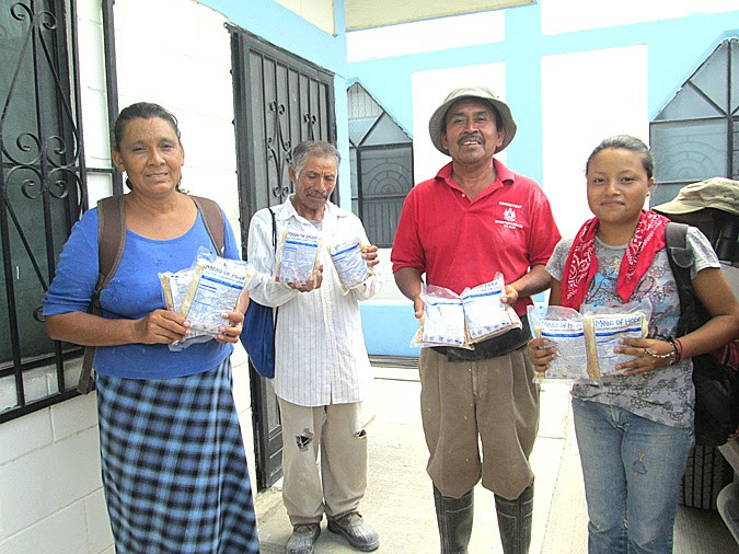 Families receiving Meals of Hope in Mexico